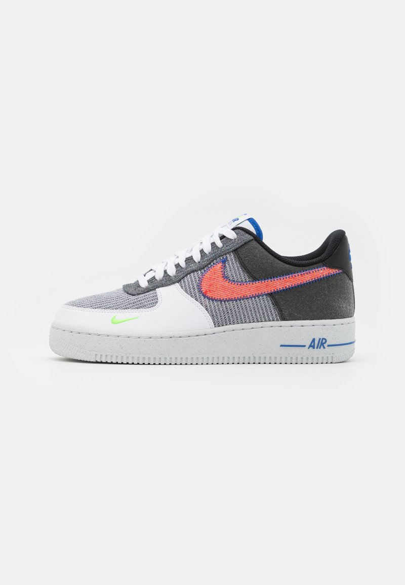 Nike Sportswear - AIR FORCE 1 '07 UNISEX - Sneakers laag - white/sport red/grey/electric green/game royal/black