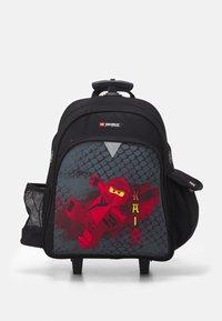Lego Bags - NINJAGO DRAGON MASTER BACKPACK TROLLEY UNISEX - Wheeled suitcase - black - 0