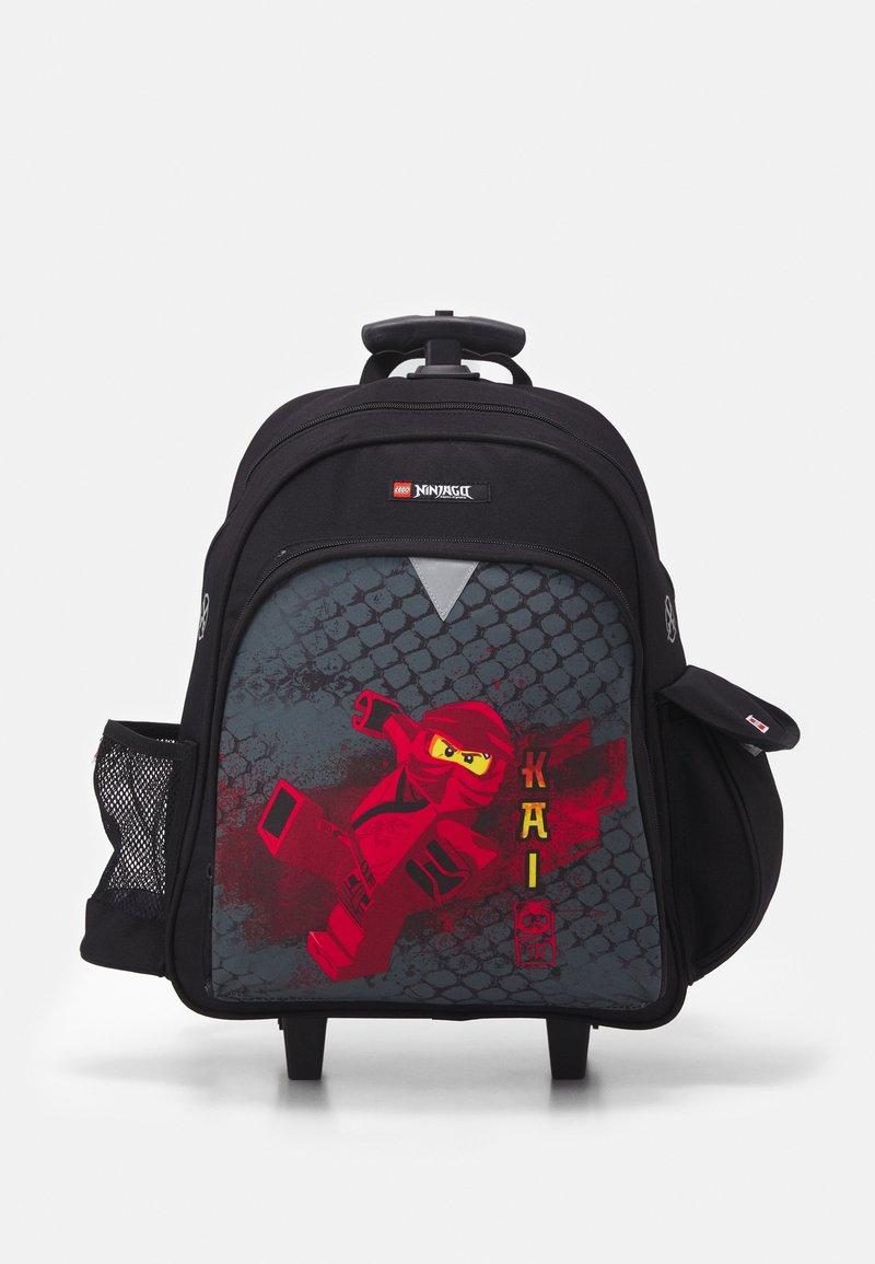 Lego Bags - NINJAGO DRAGON MASTER BACKPACK TROLLEY UNISEX - Wheeled suitcase - black