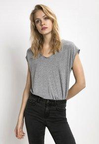 Pieces - T-shirt imprimé - light grey melange - 0