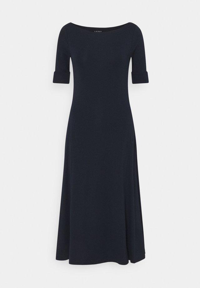 MUNZIE ELBOW SLEEVE CASUAL DRESS - Sukienka z dżerseju - navy