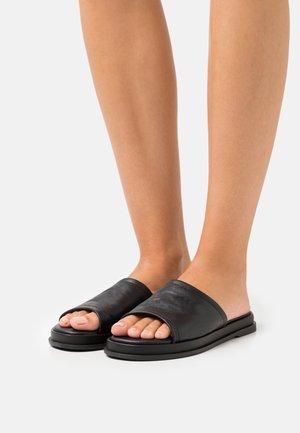 LAURENA - Sandalias planas - black