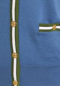 Tory Burch - COLOR BLOCK MADELINE CARDIGAN - Cardigan - shadow blue/bristol green - 2