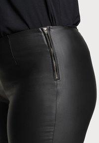 Pieces Curve - PCSKIN PARO CURVE - Trousers - black - 4