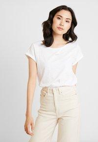 Esprit - LOGO LIBELL - Basic T-shirt - white - 0