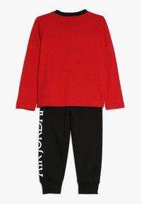 Jordan - JUMPMAN CLASSIC JOGGER SET - Träningsset - black/gym red - 1