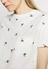 Marks & Spencer London - AUTH POCK TEE - Triko s potiskem - off-white - 4