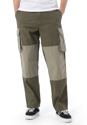MN DUFFLE CARGO PANT - Pantalon cargo - grape leaf-vetiver