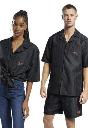 CLASSIC SEASONAL REECYCLED CASUAL - Skjorter - black