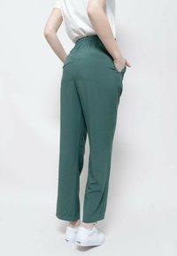 Wemoto - LIDO - Tracksuit bottoms - green - 5
