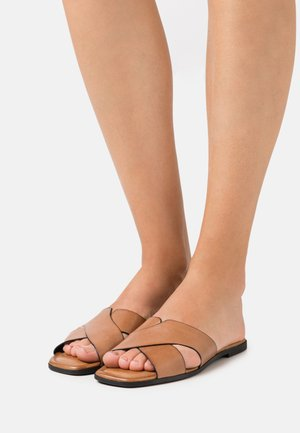 Pantofle - nut