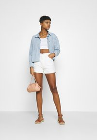 Levi's® - ZOEY PLEAT UTILITY - Overhemdblouse - light-blue denim - 1
