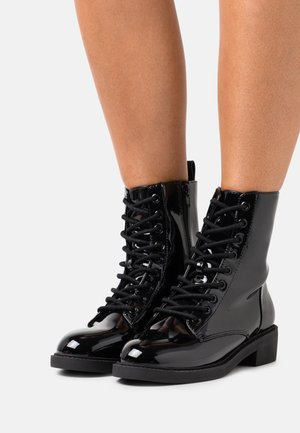LACE UP FLAT BOOT - Lace-up ankle boots - black shiny