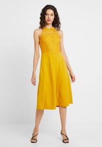 mint&berry - Day dress - golden yellow - 0