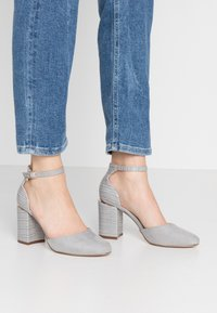 Dorothy Perkins Wide Fit - WIDE FIT DEBS ROUND TOW TWO PART COURT - Szpilki - grey - 0