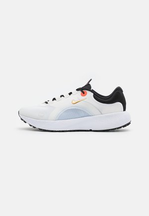 REACT ESCAPE RN - Neutral running shoes - summit white/metallic gold coin