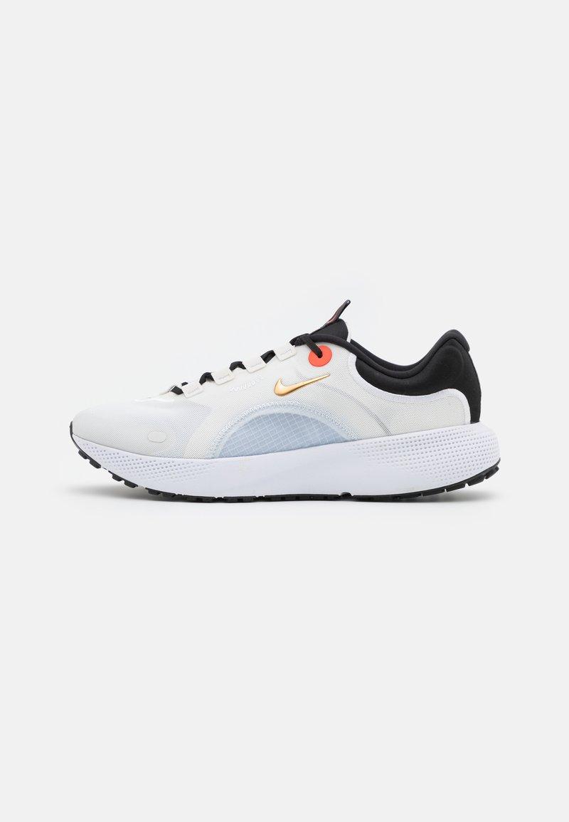 Nike Performance - REACT ESCAPE RN - Hardloopschoenen neutraal - summit white/metallic gold coin