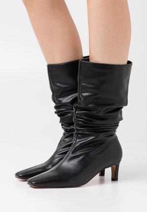 LOOSE EXTENDED SQUARED TOE BOOTS - Vysoká obuv - black