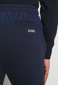 Michael Kors - Tracksuit bottoms - midnight - 5