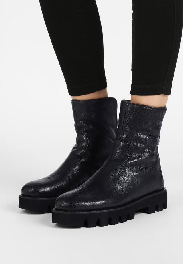 SIENA - Vinterstøvler - black