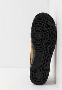 Nike Sportswear - AIR FORCE 1 - Tenisky - wheat/black/midnight navy - 4
