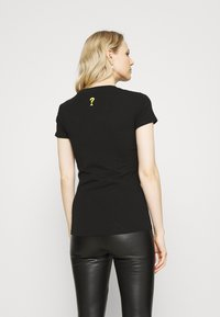 Guess - JANEL TEE - T-shirt con stampa - jet black - 2