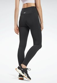 Reebok - PAUL POGBA HIGH RISE WORKOUT READY SPEEDWICK REECYCLED LEGGINGS - Collant - black - 2