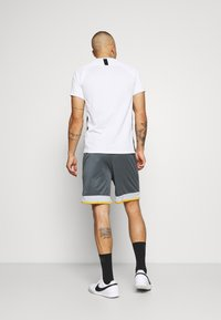 Under Armour - CHALLENGER SHORT - Sports shorts - pitch gray - 2