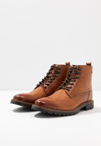 Base London - CALLAHAN - Lace-up ankle boots - tan - 2