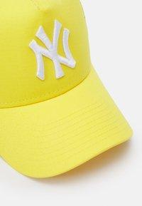 New Era - TONAL TRUCKER NEW YORK YANKEES UNISEX - Cap - yellow - 3