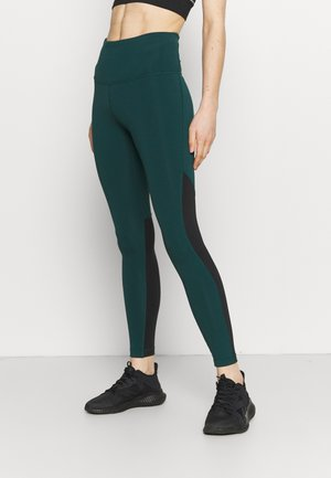 BEYOND THE SWEAT - Medias - forest green