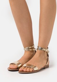 ONLY SHOES - ONLMELLY CHAIN  - Sandals - gold - 0