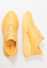 HUGO - ATOM RUNN - Sneakers basse - open yellow - 1