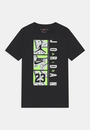TRIPLE THREAT - Print T-shirt - black