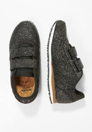 SANDRA PEARL - Sneakers laag - silver/black