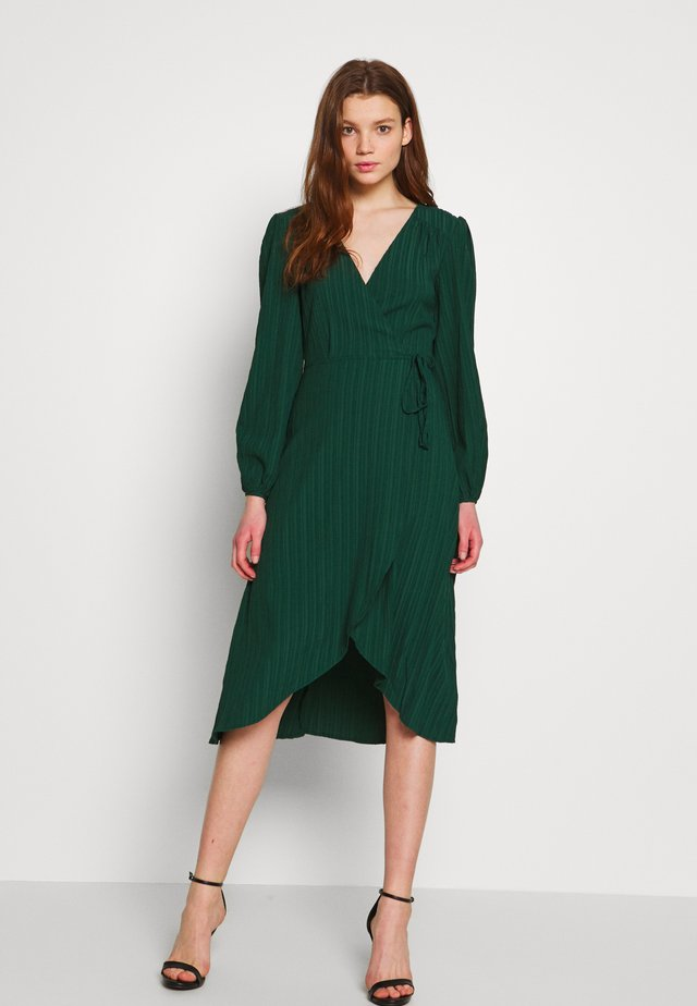 SHADY DAYS MIDI DRESS - Sukienka letnia - emerald
