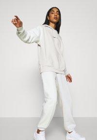 Nike Sportswear - HOODIE - Sweatshirt - light bone - 4