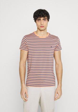 STRETCH TEE - T-shirt basic - faded indigo/summer sunset