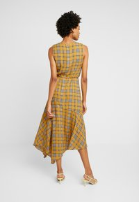 Vince Camuto - HIGHLAND PLAID BELTED DRESS - Hverdagskjoler - honey pot - 3