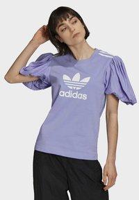 adidas Originals - Print T-shirt - light purple - 0