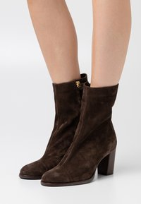 CLOSED - ROSEMARY - Classic ankle boots - cold hazel - 0