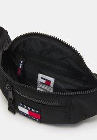 Tommy Jeans - HERITAGE BUMBAG UNISEX - Bum bag - black - 2