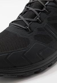 Mammut - OSURA LOW GTX MEN - Hiking shoes - black/titanium - 5