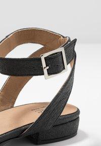 NAE Vegan Shoes - GATRIA - Sandaalit nilkkaremmillä - black - 5