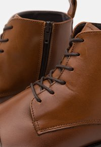 LAST STUDIO - VELVEL - Lace-up ankle boots - brown - 5