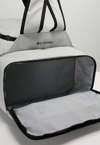 Columbia - STREET ELITE™ CONVERTIBLE DUFFEL PACK - Sports bag - cool grey - 7