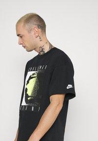 Nike Sportswear - TEE REISSUE COURT LOGO - Print T-shirt - black - 4