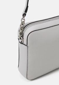 Calvin Klein - CAMERA BAG - Sac bandoulière - grey - 3