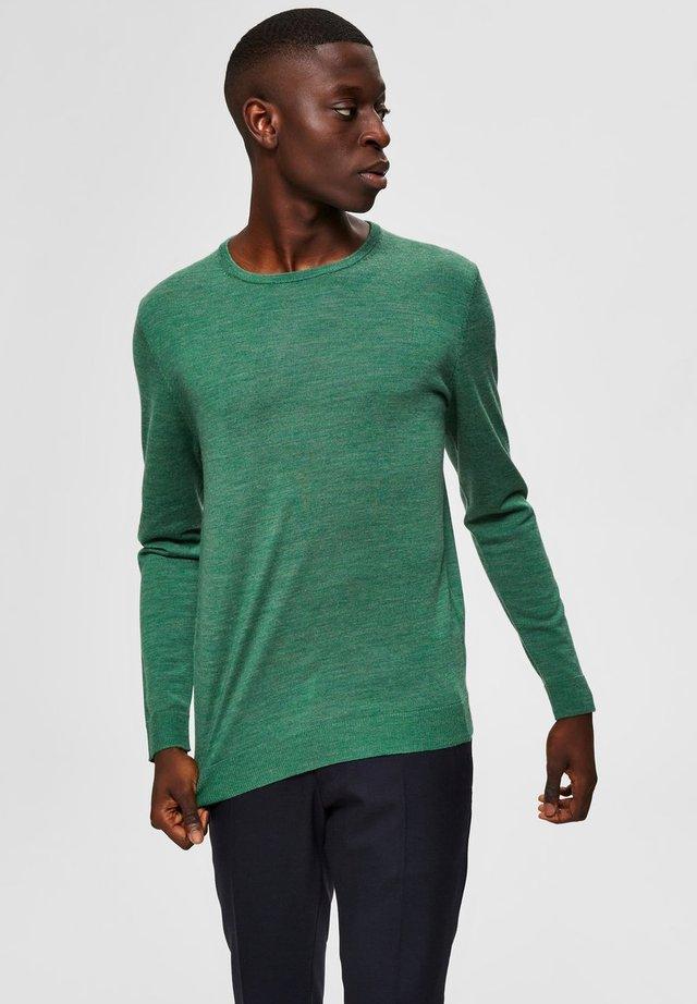 SLHTOWER - Trui - cedar green