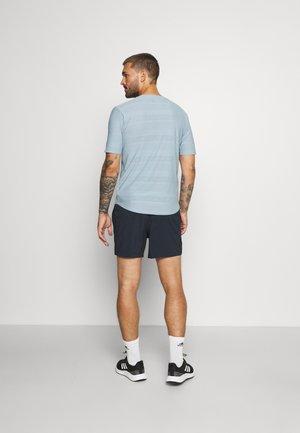 ACCELERATE 5 INCH SHORT - Pantaloncini sportivi - eclipse